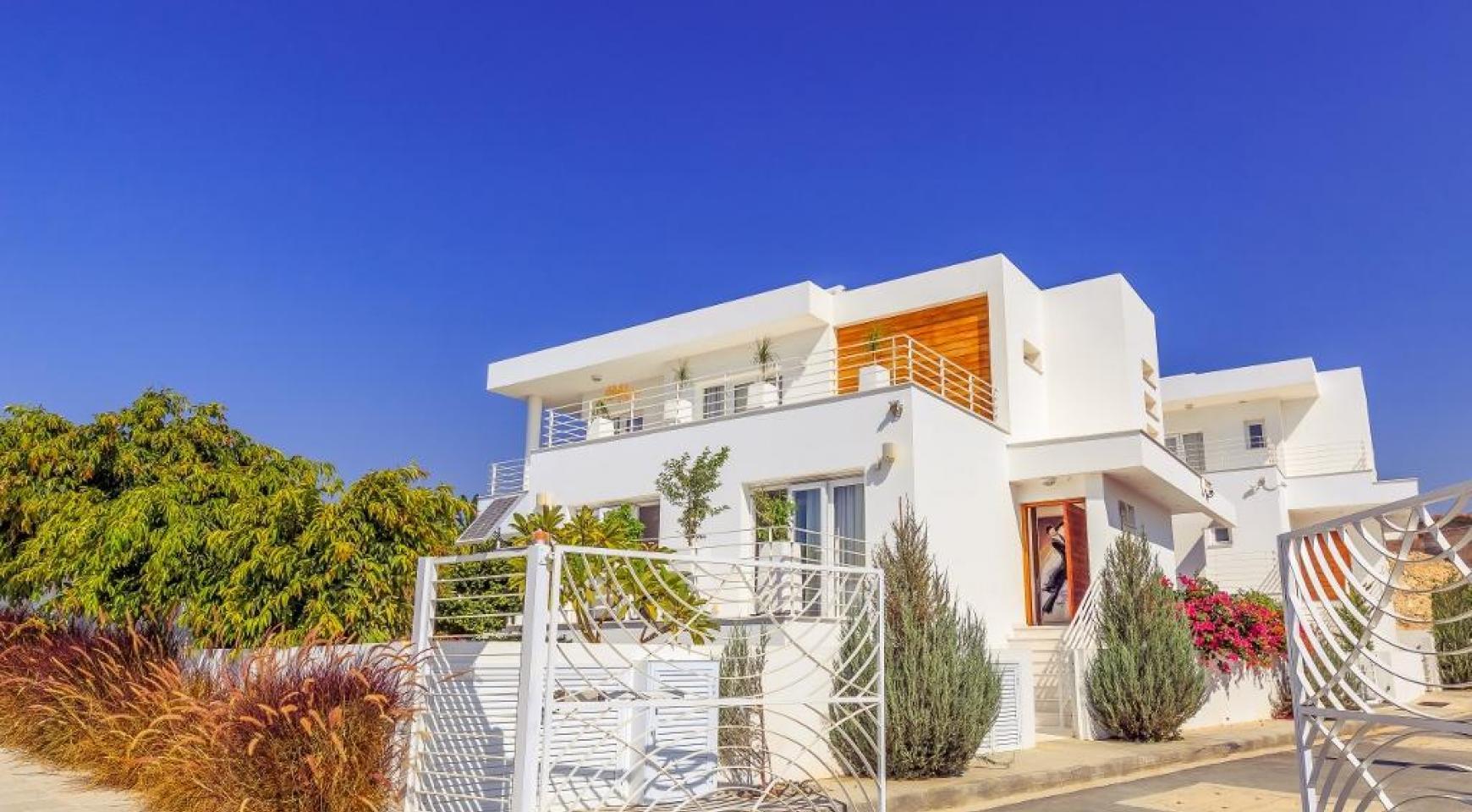 4-Спальная Вилла с Видом на Море в Районе Agios Tychonas - 4