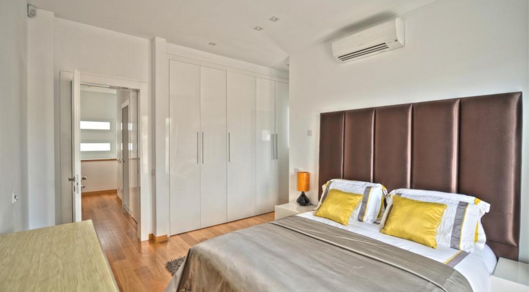 Современная 4-Спальная Вилла с Видом на Море в Районе Agios Tychonas - 11