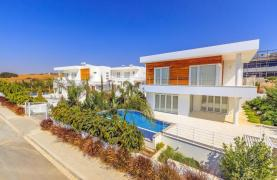 Современная 4-Спальная Вилла с Видом на Море в Районе Agios Tychonas - 16
