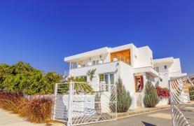 Современная 4-Спальная Вилла с Видом на Море в Районе Agios Tychonas - 17