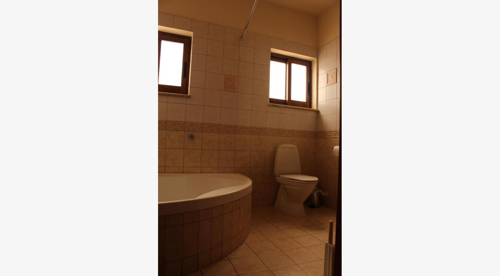 Spacious 5 Bedroom House in Agios Athanasios Area - 11